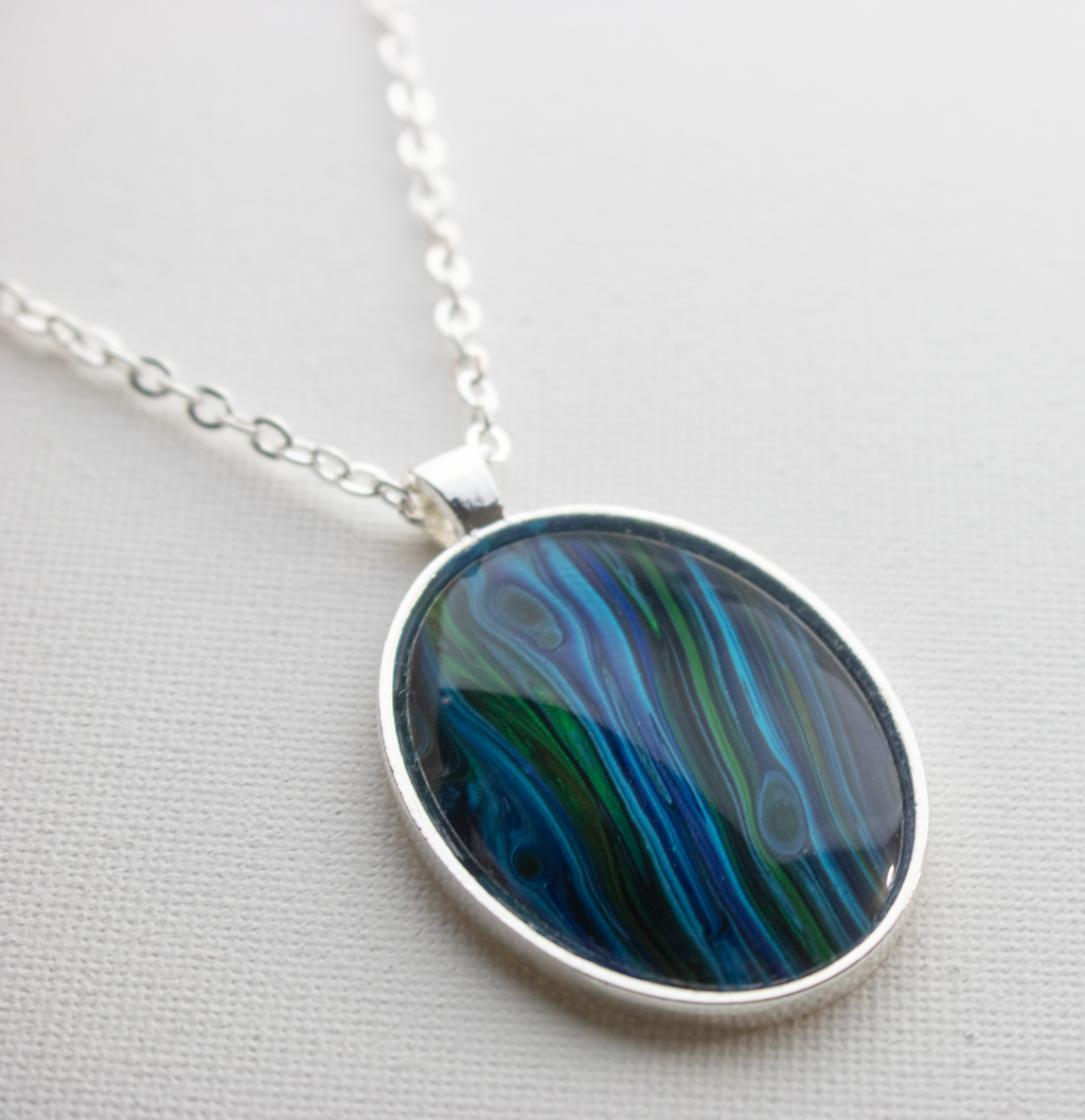 "1.25"" x 1.57"" Oval Pendant Necklace in Blue/Green"