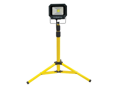 LED Sitelight with Tripod 1400 Lumen 20 Watt