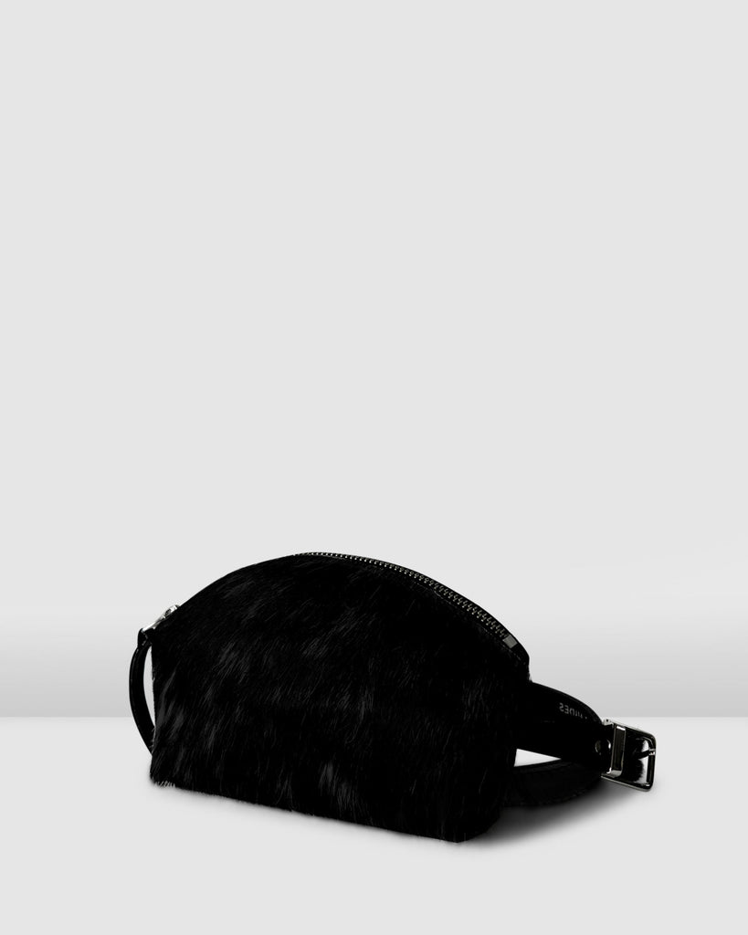THE BELT BAG . BLACK