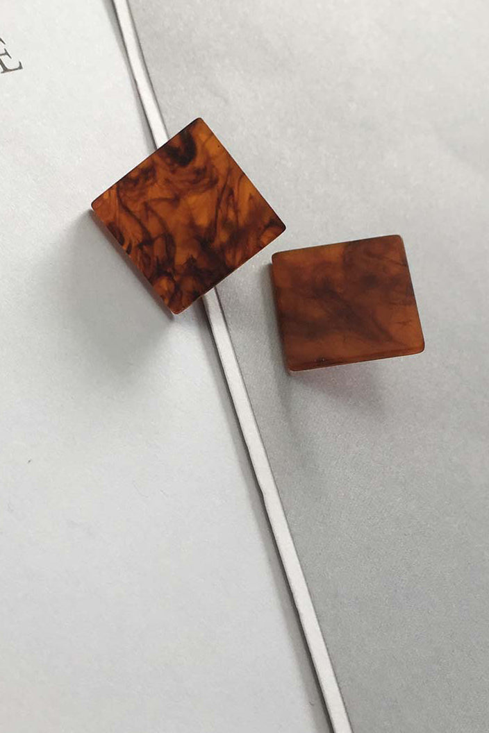 YI SU - SQUARE STUD EARRINGS IN RESIN - BROWN - Tempted Kensington