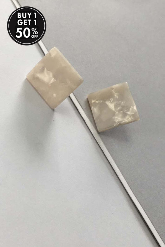 YI SU - SQUARE STUD EARRINGS IN RESIN - WHITE - Tempted Kensington