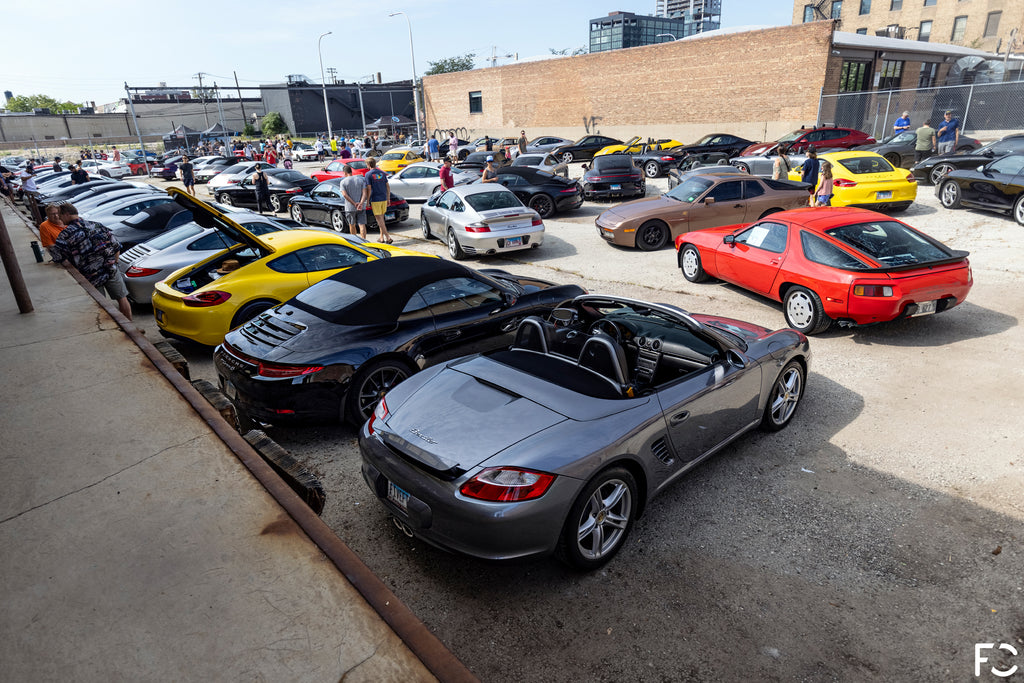 A sea of Porsches parked in downtown Chicago for Checkeditout 2021