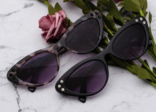 Load image into Gallery viewer, Vintage Cat Eye Sunglasses