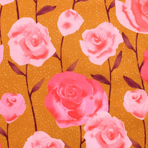 Firelight Roses i farven Caramel af Sarah Watts, Cotton + Steel Collaborative