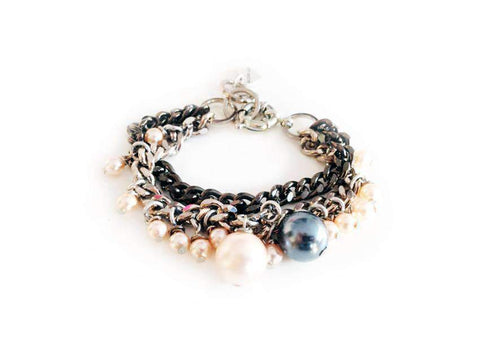 Charm Bracelet With Oversize Pearls. Jewelry & Accessories - Necklaces Pendants