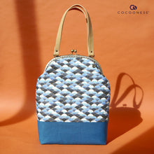 Load image into Gallery viewer, Clasp Shoulder Bag - Sea Shell