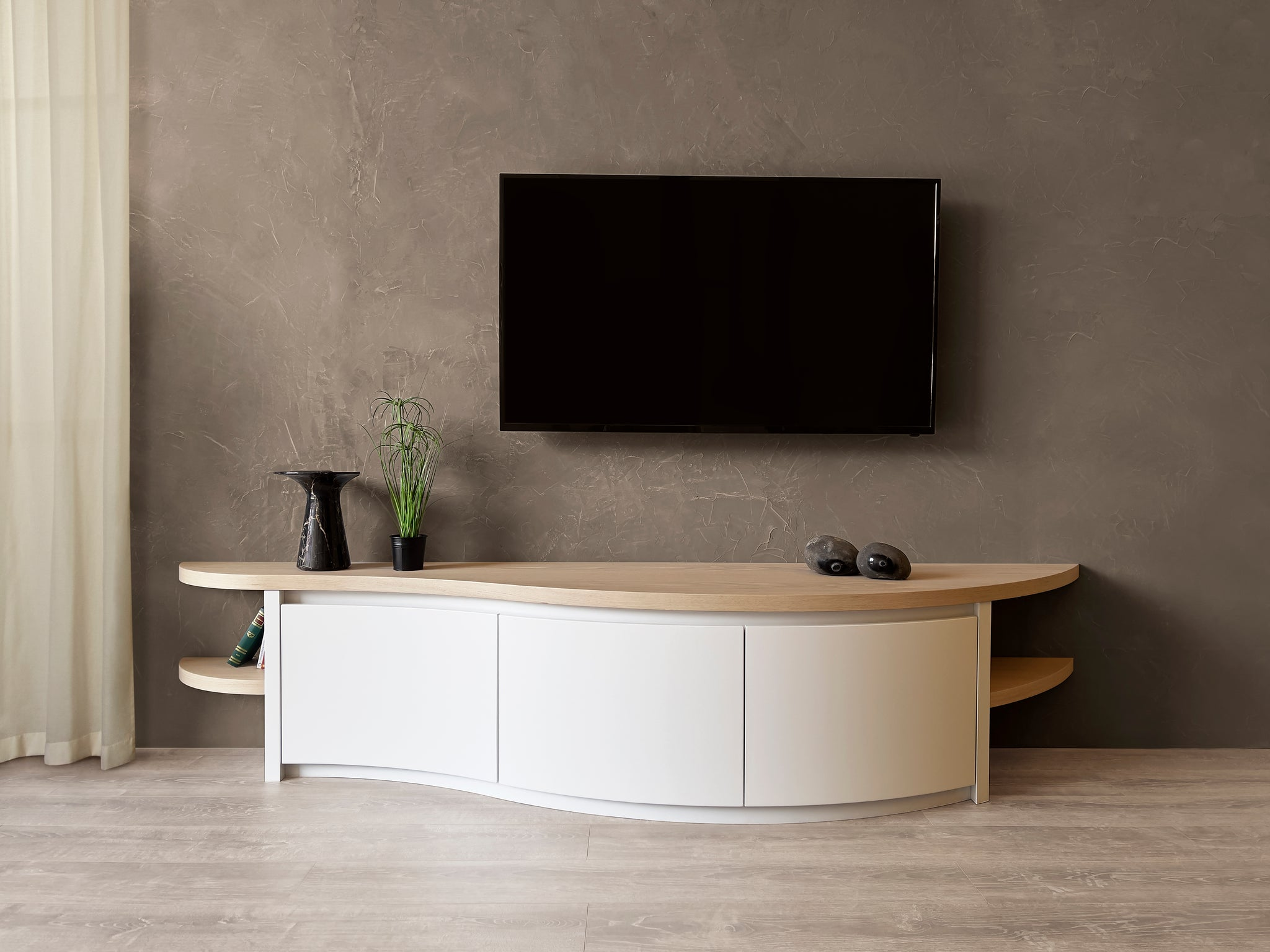 Avoid the tangle of wires behind your television with our beautiful TV units. 100% solid wood, made in Italy worldwide shipping