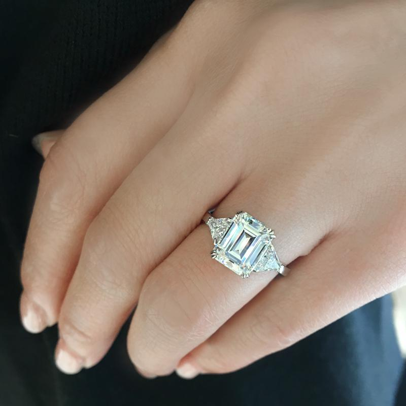 Dorit Emerald TrilIion Sides Ring