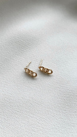 Selma Stud Earrings 9K Yellow Gold