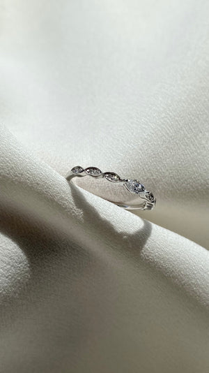 Willow Ring 9K White Gold