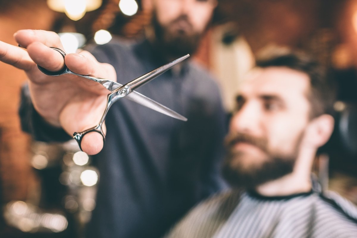 How Do Hairdressers Hold Their Scissors? | Japan Scissors
