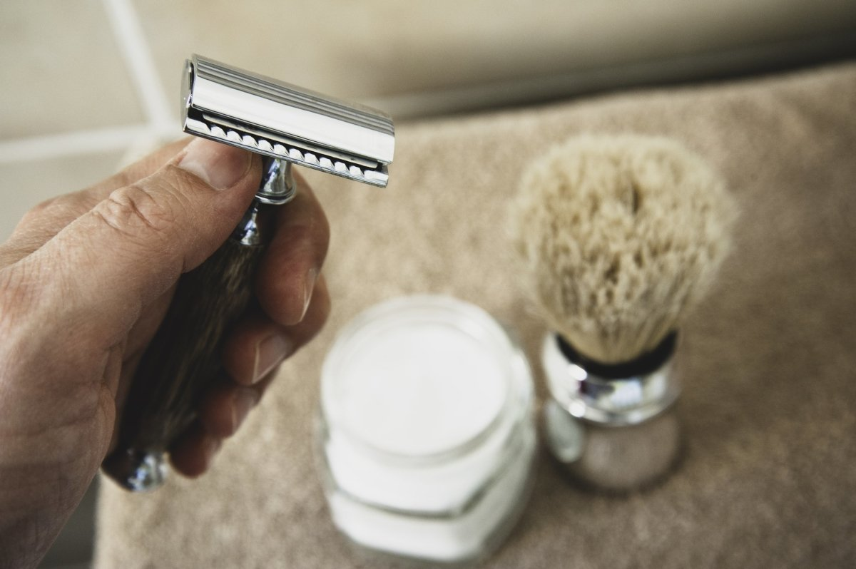 How to Shave Using a Safety Razor | Japan Scissors