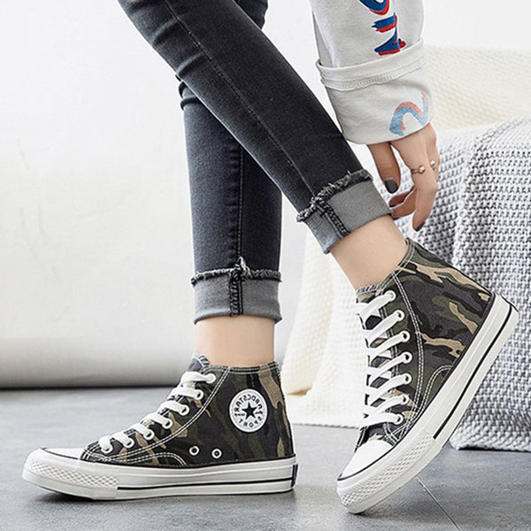 High-Cut Upper Round Toe Lace-Up Canvas Camouflage Sneakers