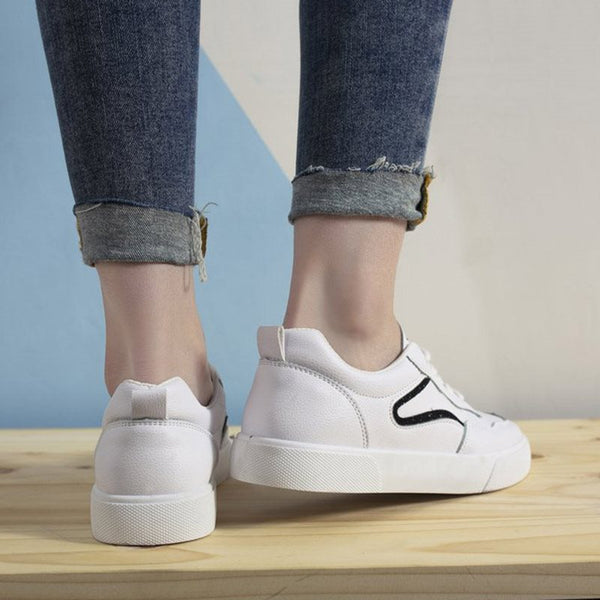Low-Cut Upper Round Toe Lace-Up Casual PU Sneakers