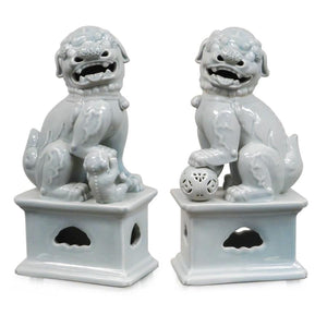 7113-1577P-14GY A710101 Pair of Hand-Painted Porcelain Lions in Grey (7L X 5W X 14H)