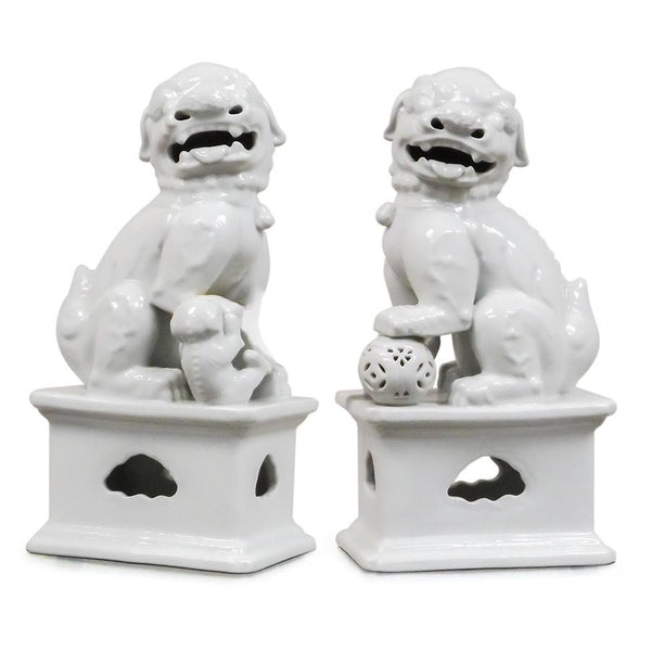 7113-1577P-14W A710102 Pair of Hand-Painted Porcelain Lions in White (7L X 5W X 14H)