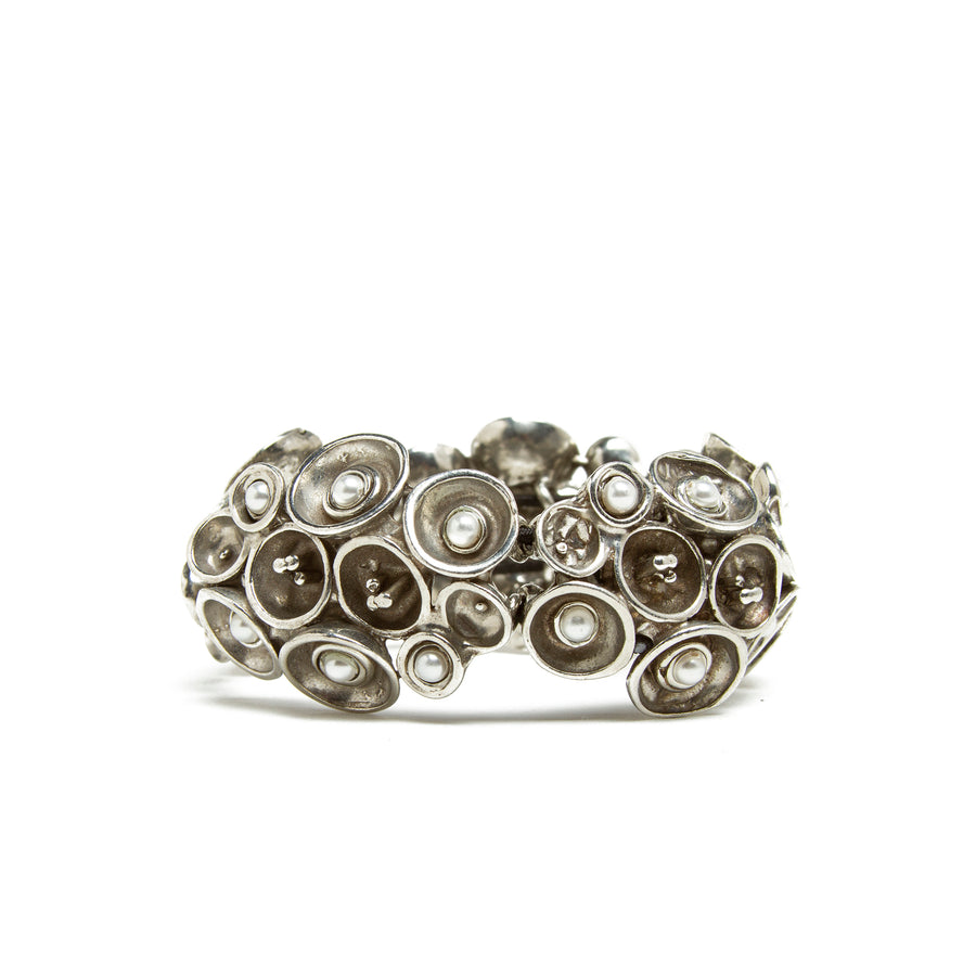 Pewter and Pearl Concave Circle Cluster Stretch Bracelet