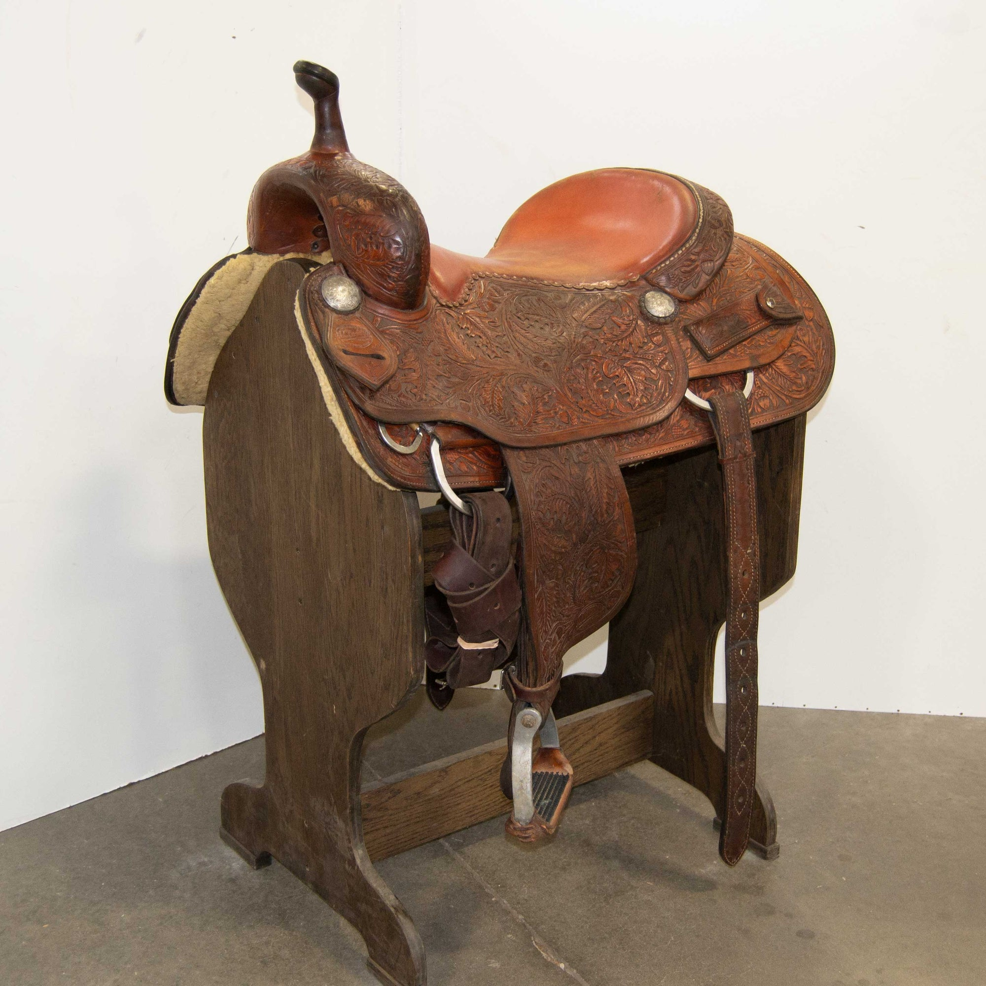 "16.5"" USED M.L. LEDDY'S CUTTING SADDLE"