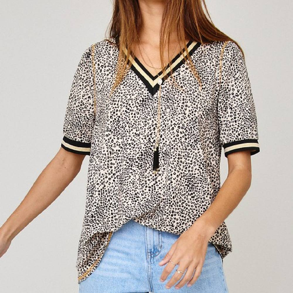 Animal Print V-Neck Top WOMEN - Clothing - Tops - Short Sleeved Ces Femme Teskeys
