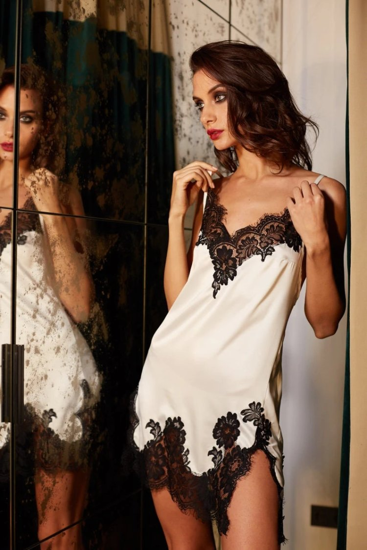 Lavlia Black And White Chemise