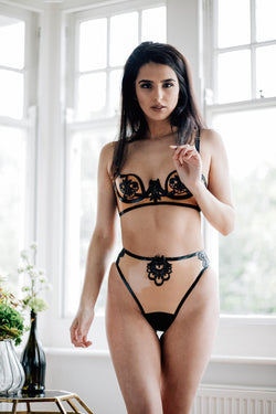 maia black latex thong - anya lust