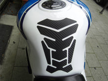 Laden Sie das Bild in den Galerie-Viewer, JOllify #169 Carbon Tankpad Cover für Suzuki - Team-JOllify