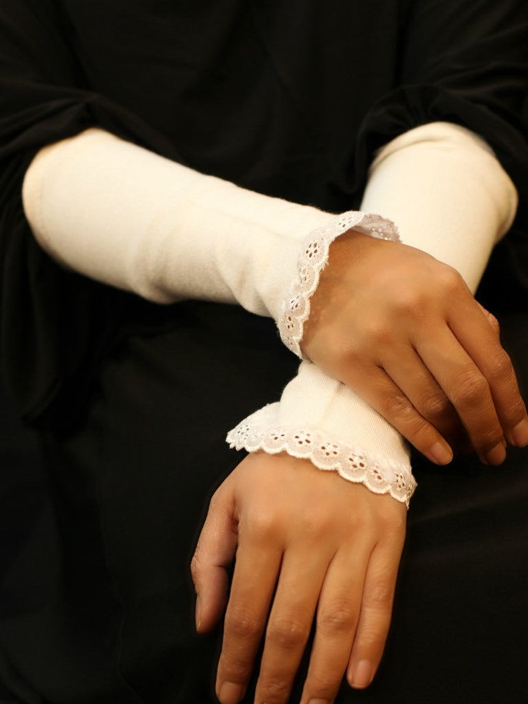 Lace trim Cotton Hand~cuffs (Sarung pergelangan tangan) ~ pack of 2 pairs