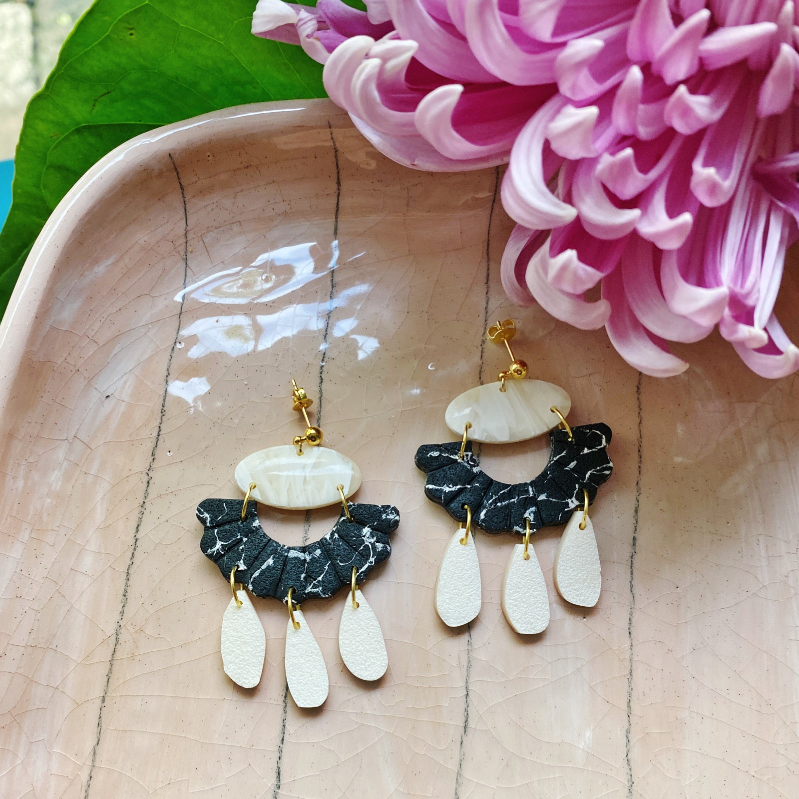 Marble Arch Earrings - Black & Cream