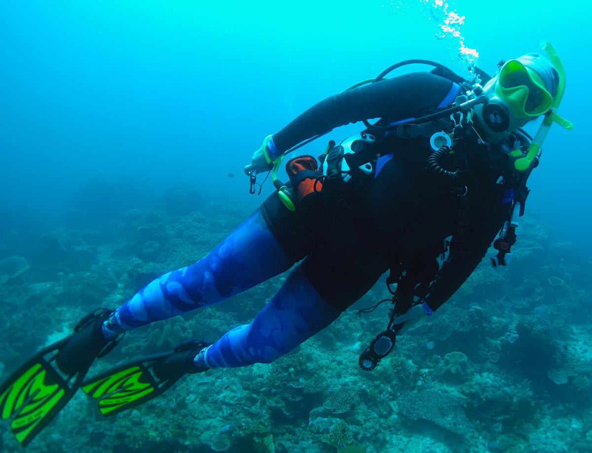 Woman scuba diver in jellyfish leggings and Truli wetsuit