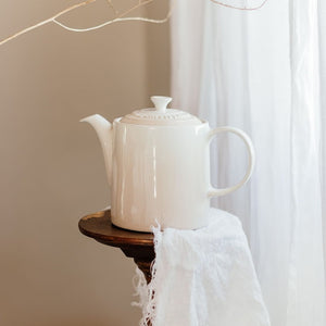 Le Creuset Grand Teapot, Meringue