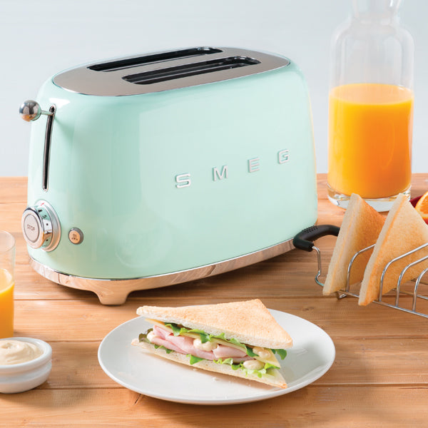 products/smeg-2-slice-toaster-green-scene.jpg