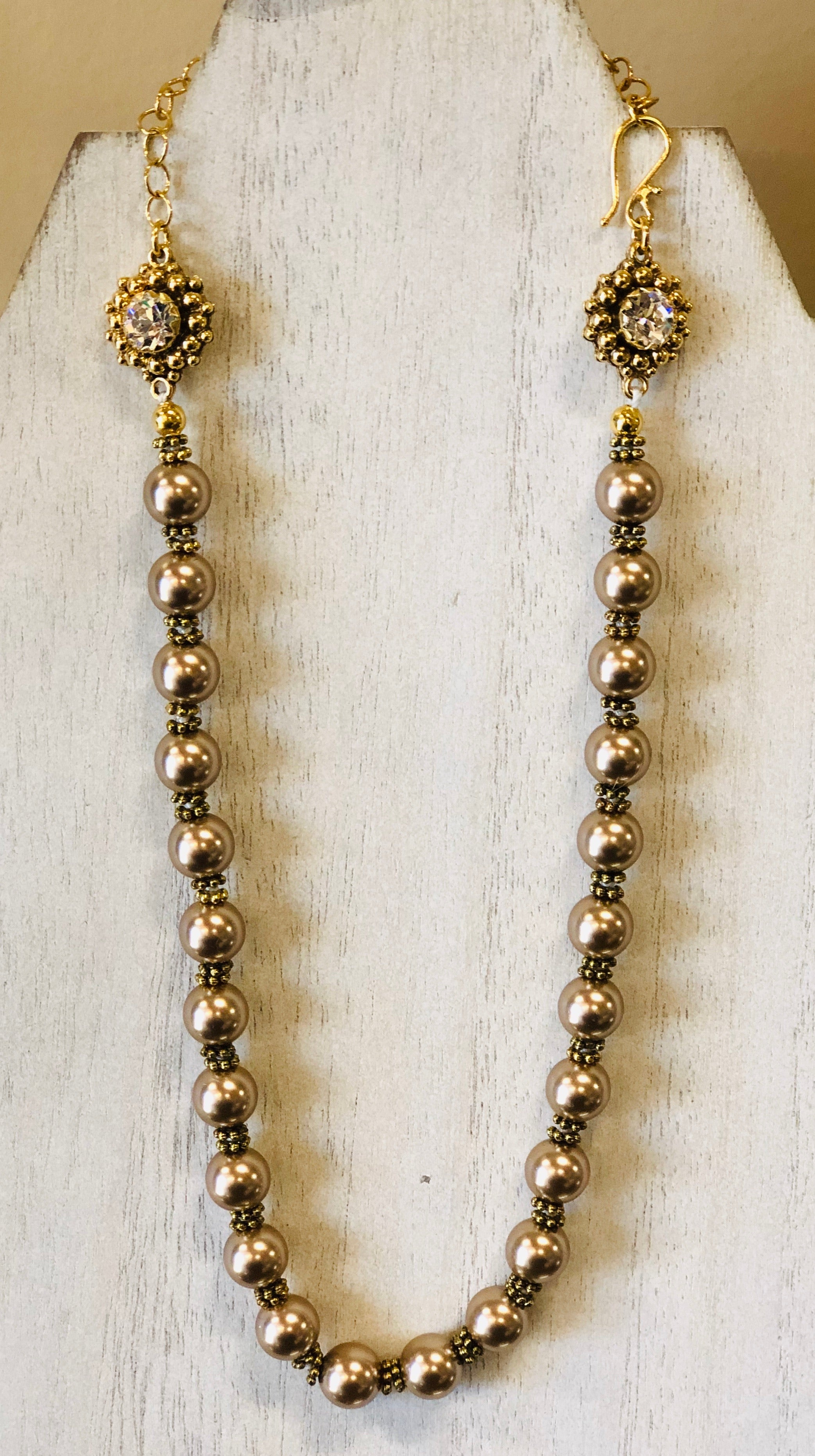 (New) Vivienne Knotted Pearl Choker