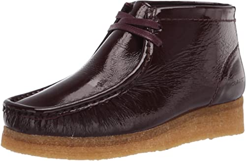 Clarks Women's Wallabee Boot. Ankle, Red Patent