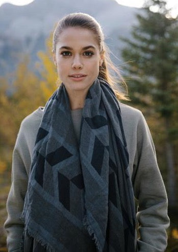 Tentree Cotton Intarsia Blanket Scarf | Black/Coal Grey