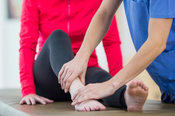 range of motion exercises for the shoulder knee more exercise for ankle pain woman at physical therapy