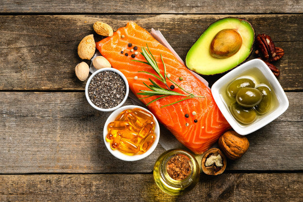 what are the benefits of omega 3 how much omega 3 per day should i take sources of omega 3 foods with omega 3 foods with omega 3 in a heart shape fish supplements walnuts avocado olives pecans wooden table
