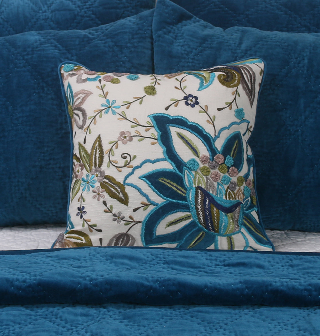 Cushions Boaster Flicker