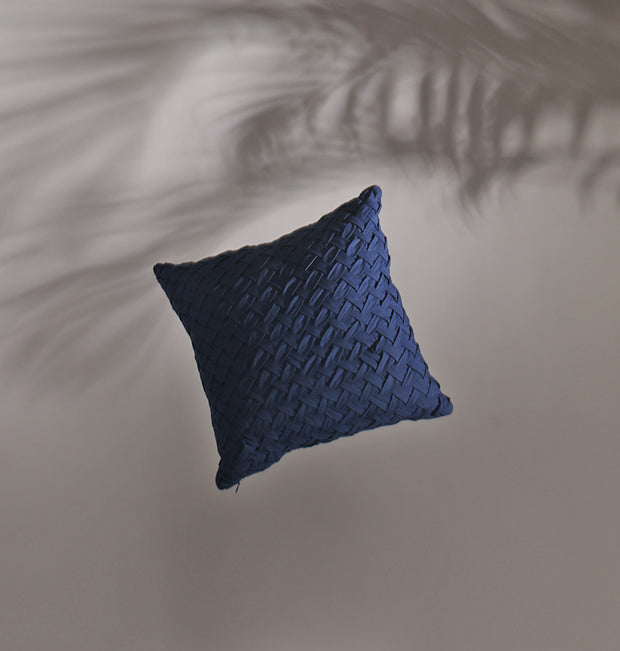 Magnetic Blue Knots Cushion - DaOneHomes
