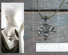Load image into Gallery viewer, Triple Leaf Pendant Necklace
