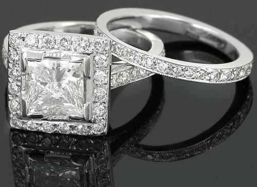 14K White Solid Gold Custom Diamond Bridal Ring Set.