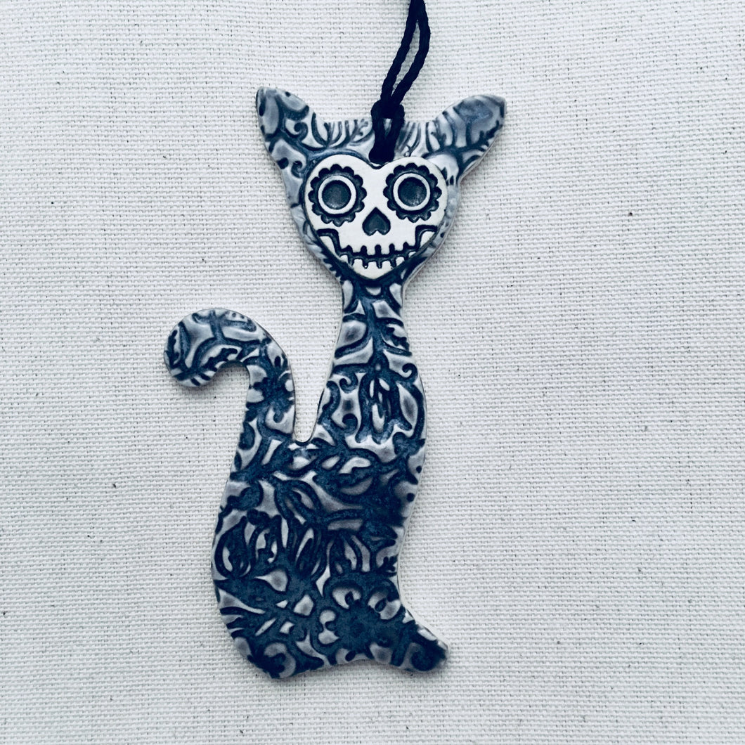 skull kitty ornament