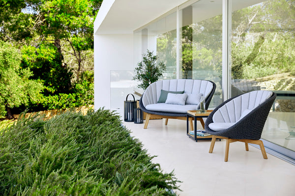 Outdoor lounge set with a modern look
