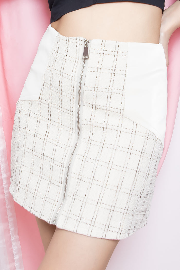 Dione Tweed Velvet Pocket Skorts in Cream