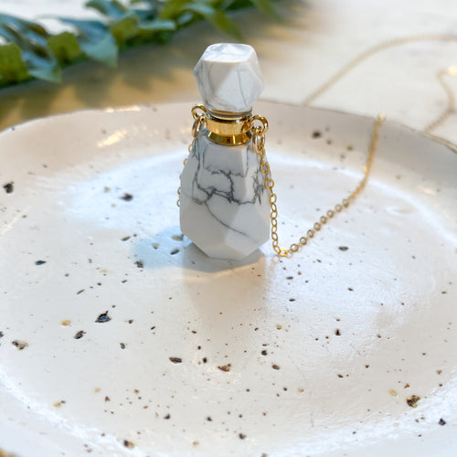 Howlite I Essential Oil Bottle Necklace