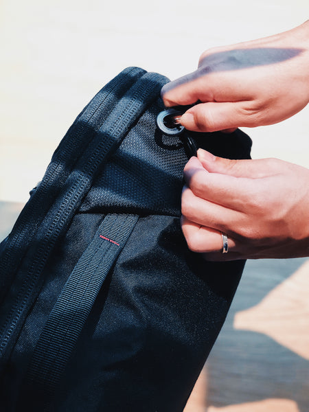 agva roadtripper bag cleverly designed rotatable clip to change bag's orientation