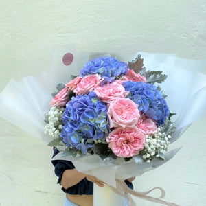 Looking for Proposal Flower? Not Roses this time,  Hydrangeas this round taking the top spot ahead of roses. Get  Hydrangeas Proposal Bouquet from LilasBlooms for your proposal