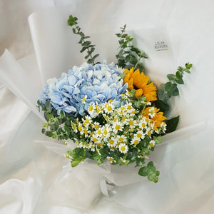 luxurious Sunflower, hydrangeas, mini daises in our lovely Encantador Bouquet suitable for birthdays and other celebratory occasions.