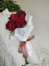 Load image into Gallery viewer, 5 Stalk Rose Bouquet