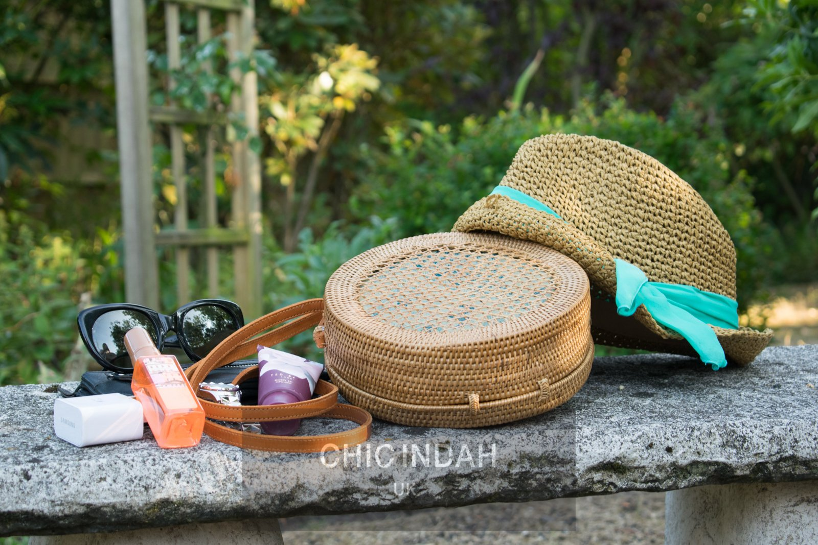Crossover round rattan bag