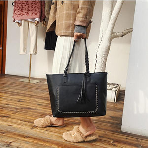 Large Capacity Vintage Shoulder Tote Bag Tassel Leather Handbag